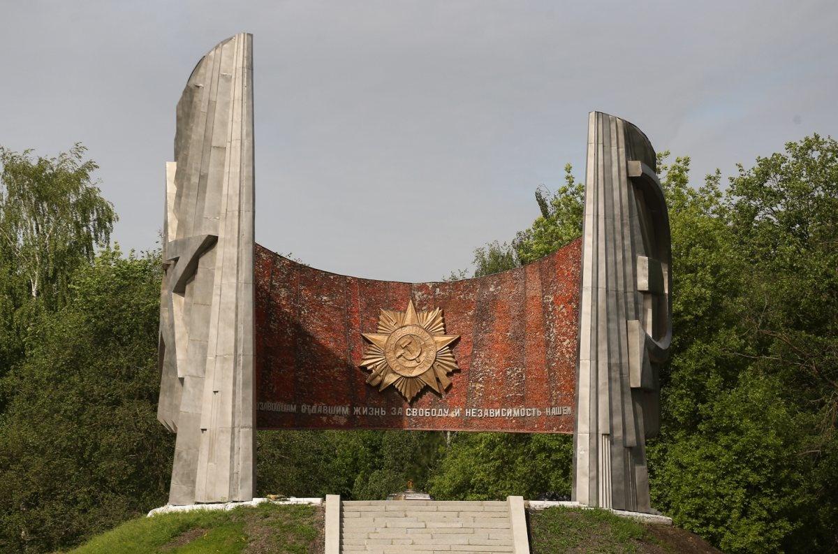 Больше половины работ по благоустройству выполнено в автозаводском Парке Славы - фото 1