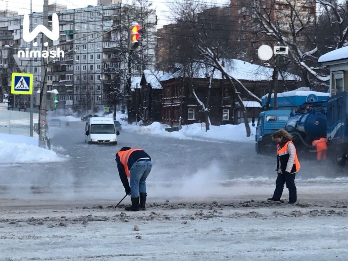 Последствия прорыва трубы на улице Ковалихинской в Нижнем Новгороде устранены - фото 1