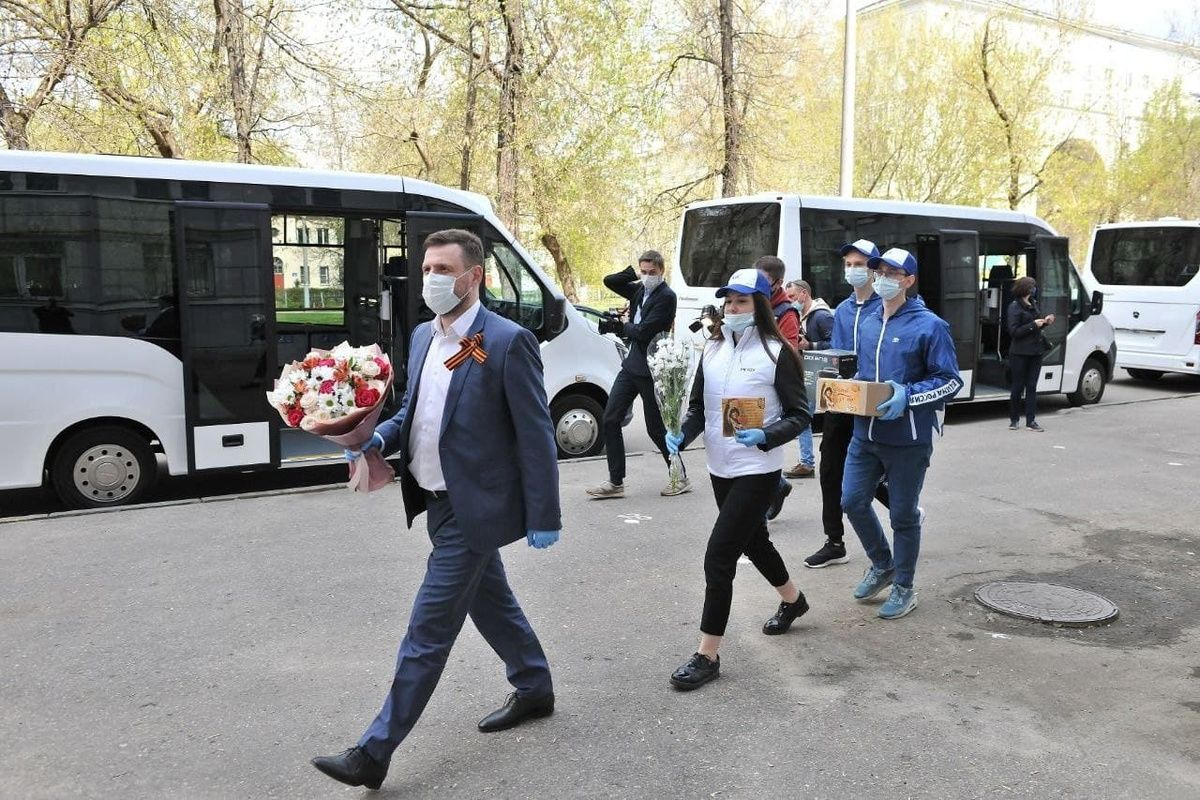 Ветераны-автозаводцы получили подарки в преддверии Дня Победы