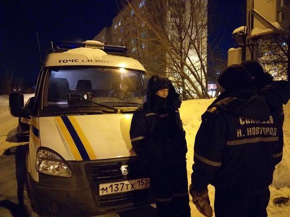 Сотрудники МЧС спасли из снежного плена замерзающего мужчину в Нижнем Новгороде - фото 3
