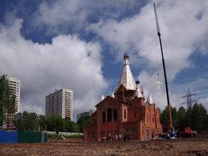 Купола и кресты строящегося храма Матроны Московской освятили в Нижнем Новгороде (ФОТО)