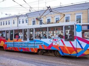По Нижнему Новгороду начал курсировать научный трамвай