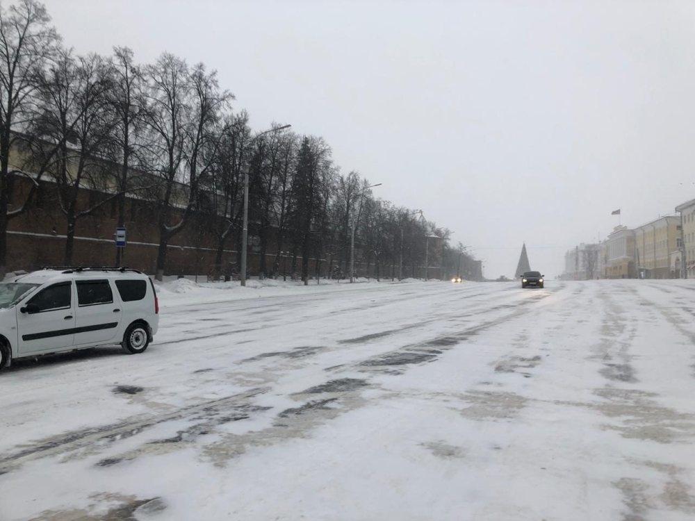 Площадь Минина и Пожарского открыли для транспорта на день раньше - фото 1