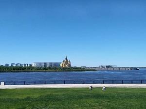 Демонтаж синего забора начался на Нижне-Волжской набережной