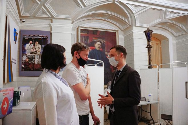 Пункт вакцинации от COVID-19 открылся в нижегородском театре драмы - фото 1