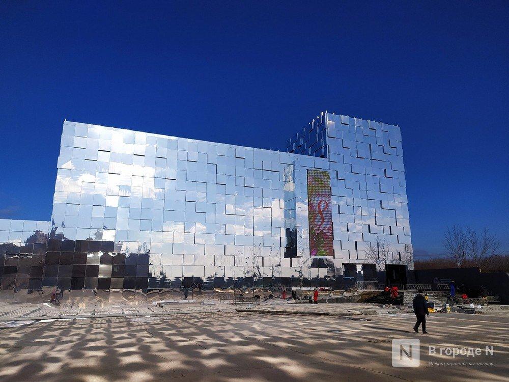 Первый павильон Нижегородской ярмарки превратили в зеркальные кубоиды - фото 1