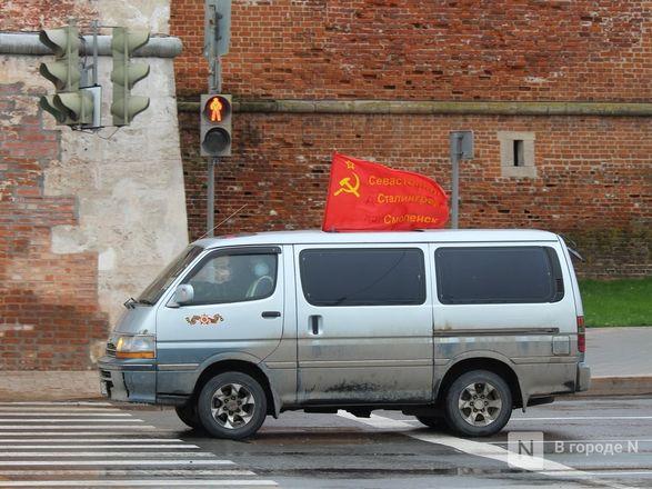 Пустые улицы и «Бессмертный полк» на балконах - фото 45