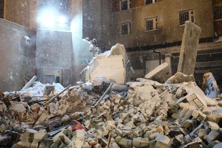 Жители пострадавшего при взрыве дома на Мещере вернутся в квартиры вечером 27 февраля