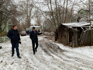 Коммунальщикам Ленинского района влетело от главы за скользкие тротуары