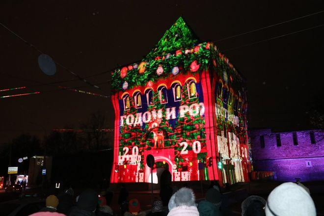 На Нижегородском кремле запустили красочную подсветку - фото 3