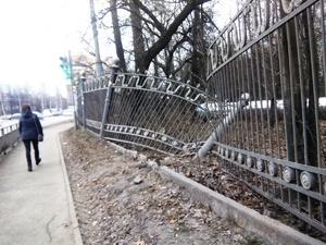 Губернатор ответил нижегородцам, просившим разобраться с покосившимся забором парка «Дубки»