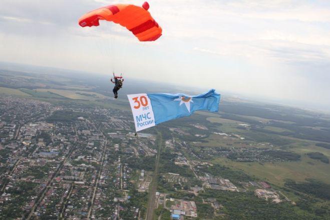 Пятиметровые флаги появились в небе над Богородским районом - фото 1