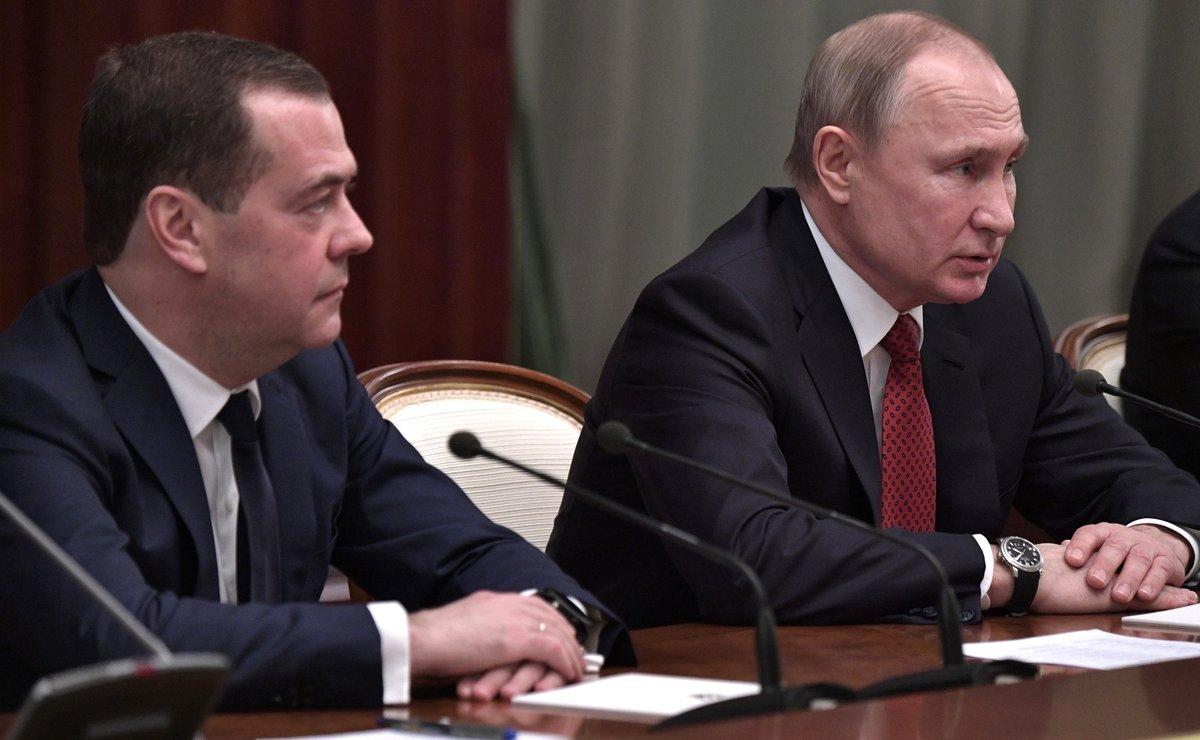 Правительство РФ подало в отставку: Медведеву предложили уйти в Совбез