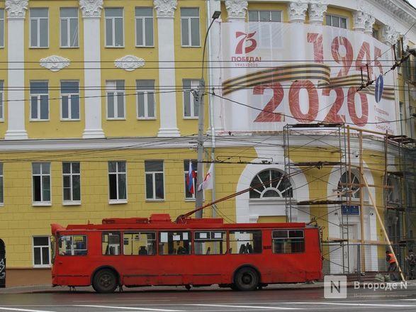 Пустые улицы и «Бессмертный полк» на балконах - фото 36