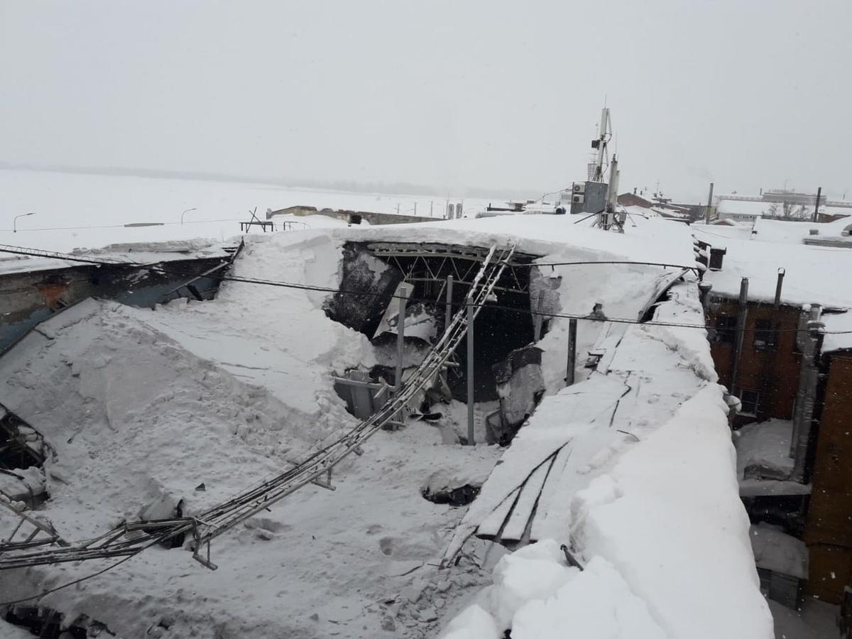 Крыша реставрируемого здания обрушилась на Нижне-Волжской набережной - фото 1