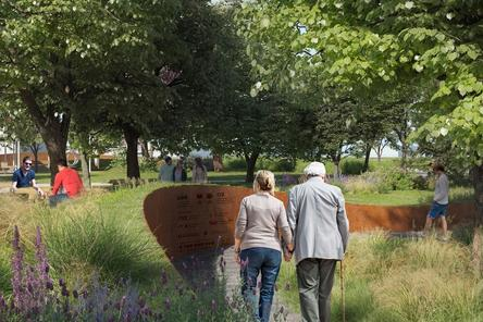 Детская площадка в виде холмов и подсветка деревьев появятся на площади Маршала Жукова