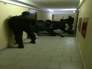 Нижегородский наркоторговец пытался сбежать от ОМОН через окно