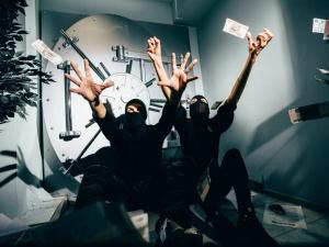 Двух мужчин осудили за разбойное ограбление банка в центре Нижнего Новгорода