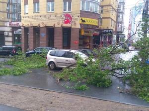 Три человека госпитализированы после урагана в Нижнем Новгороде