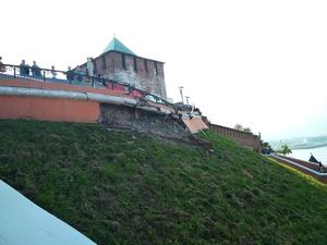 Фасад Чкаловской лестницы обвалился из-за коррозии и некачественных материалов