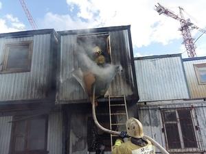 Человек погиб в загоревшейся строительной бытовке в Богородске